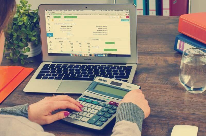 Visuel Entreprises de maintenance : pourquoi préférer une GMAO à un logiciel de facturation classique ?